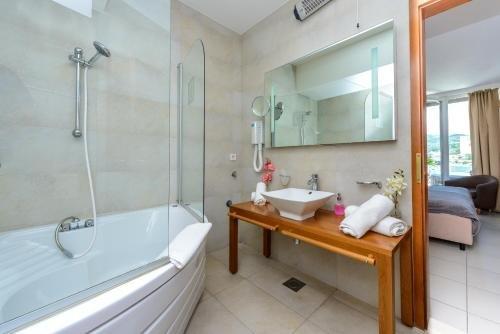 Adriatic Deluxe Apartments - фото 11