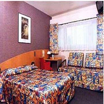 Гостиница «Itineraires», Нантер