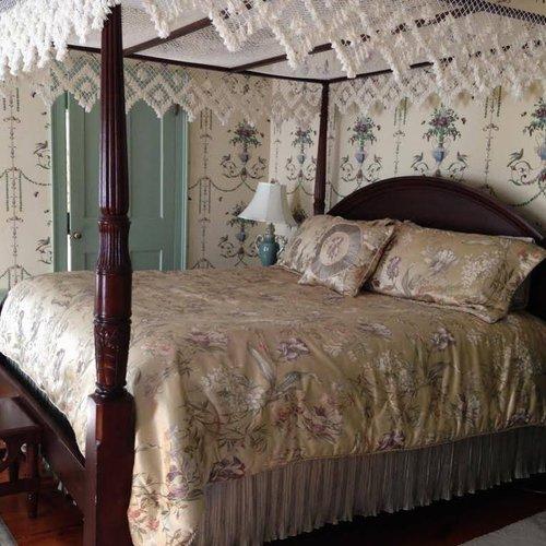 Photo of Applewood Manor Bed & Breakfast