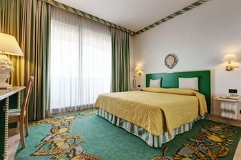 Aris Garden Hotel - фото 2