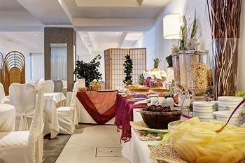 Aris Garden Hotel - фото 3