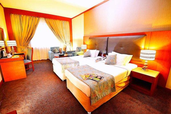 Summit Hotel (Formerly Hallmark Hotel) - фото 1