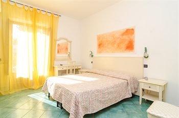 Hotel Aragonese - фото 1