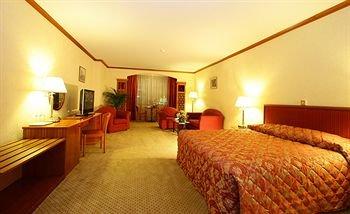 St.George Hotel - фото 1