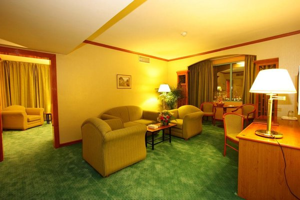 St.George Hotel - фото 7