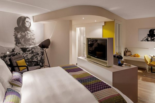 Hotel Indigo Düsseldorf - Victoriaplatz - фото 1