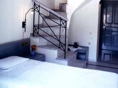 Samaina Port Hotel - фото 11