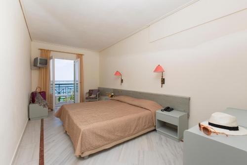 Samaina Port Hotel - фото 2
