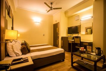 The Suncourt Hotel Yatri
