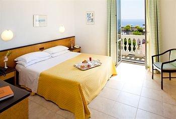 Отель Lamberti - фото 5