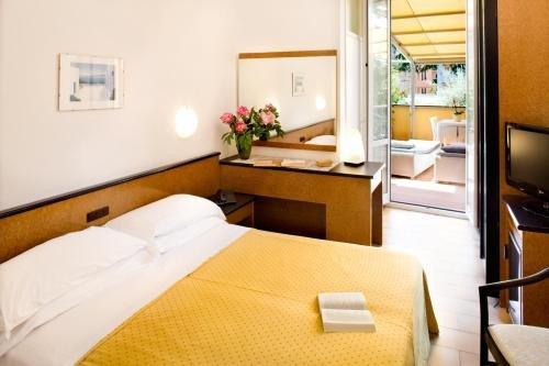 Отель Lamberti - фото 1
