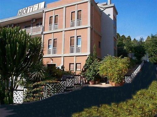 POGGIO DUCALE HOTEL - фото 0