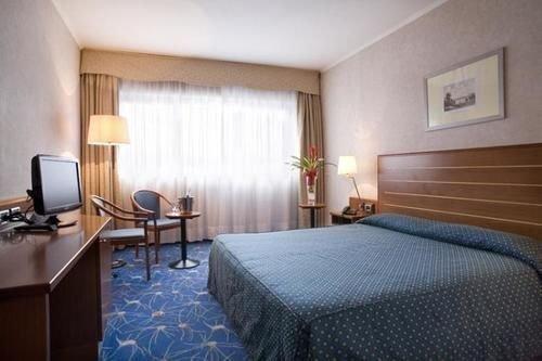 Cristal Hotel - фото 2