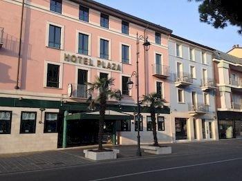 Hotel Plaza - фото 22