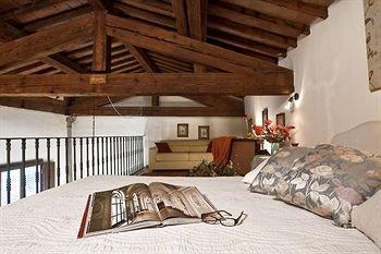 Palazzo Uguccioni Apartments - фото 1