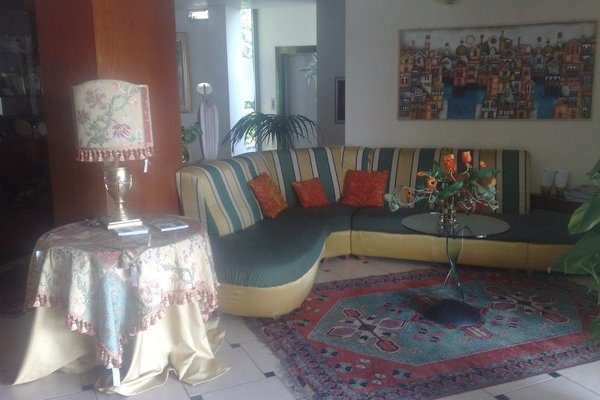 Гостиница «Le Ville», Караннори