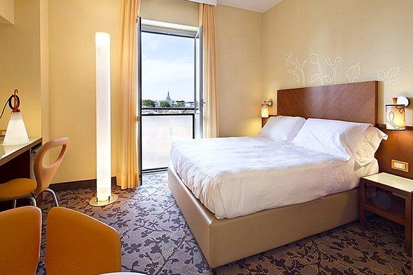 UNA Hotel Mediterraneo - фото 2