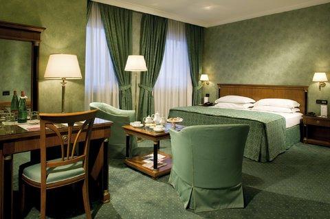 Отель Ramada Naples - фото 1