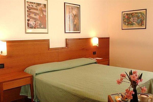 Euro Hotel - фото 1