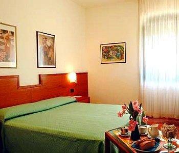 Euro Hotel - фото 2