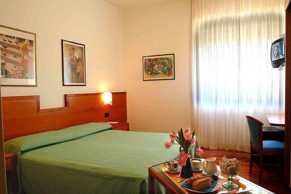 Euro Hotel - фото 3