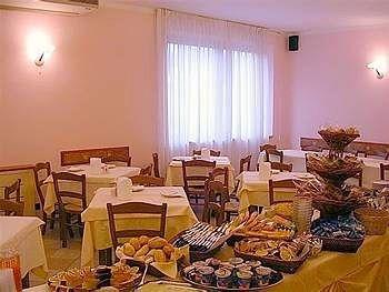 Hotel Tirrenus Perugia - фото 5