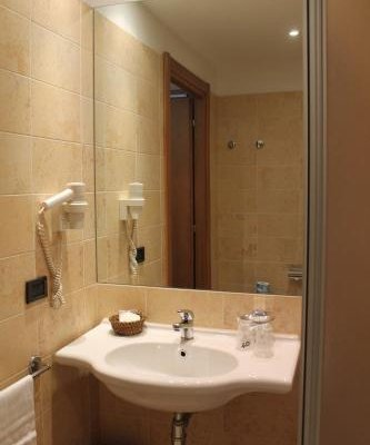 MH Hotel Piacenza Fiera - фото 9