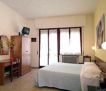 Hotel Cecile - фото 1
