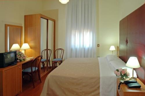 Hotel Centrale Byron - фото 2