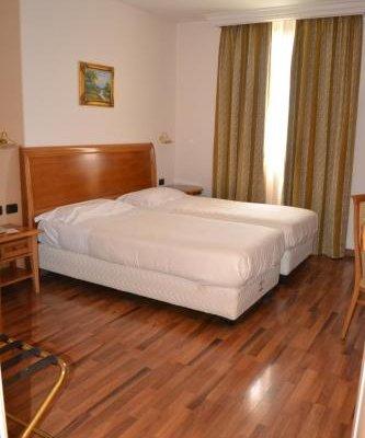 Tricolore Hotel - фото 1