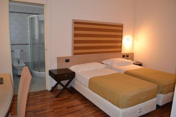 Tricolore Hotel - фото 2