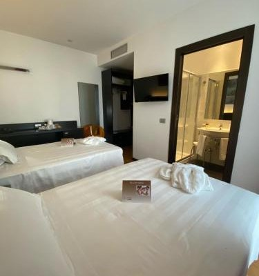 Card International Hotel - фото 4