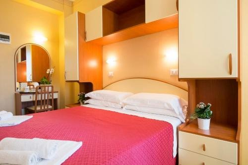 Hotel Crosal - фото 1