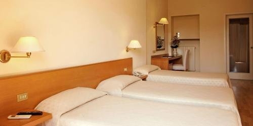 Hotel Plaza - фото 2