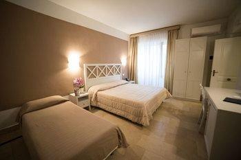 Hotel Gargallo - фото 1