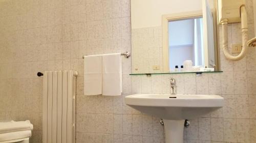 Hotel Roma e Rocca Cavour - фото 9