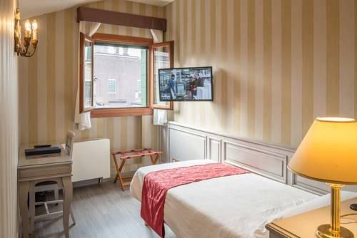 Hotel La Fenice et Des Artistes - фото 3