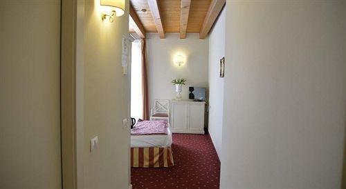 Diana's Rooms & Suites - фото 19