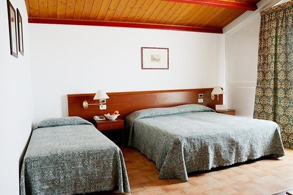 Отель «Monaco», Верона