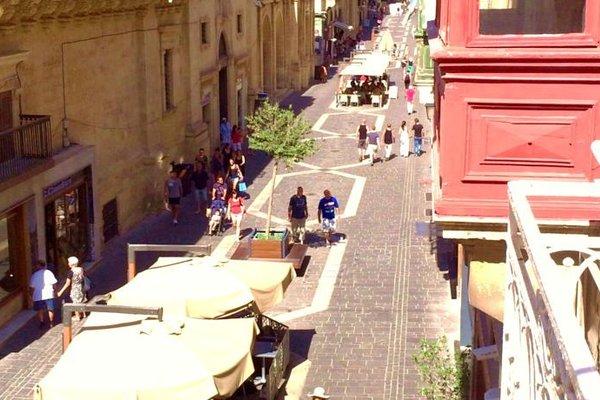 Luciano Valletta Boutique - фото 17