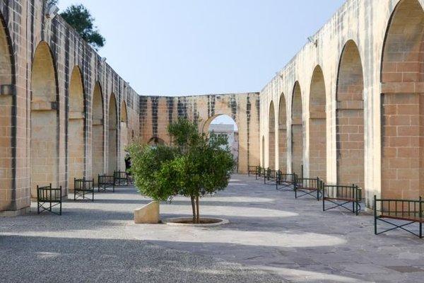 Luciano Valletta Boutique - фото 21