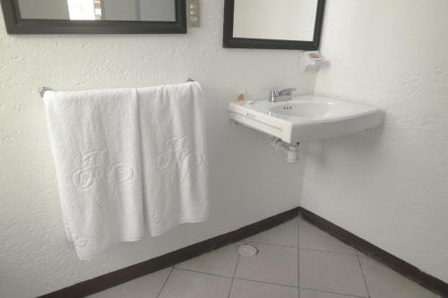 Hotel del Paseo - фото 10