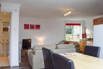 Lyndhurst Apartment