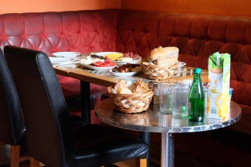 Academus - Cafe/Pub & Guest House - фото 12