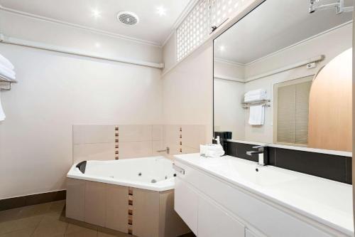 Comfort Inn & Suites Emmanuel - фото 9