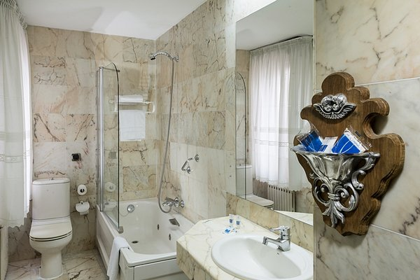 Hotel Fernan Gonzalez - фото 9