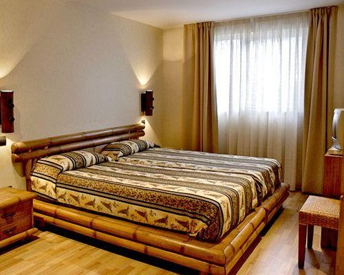 Гостиница «HUSA WUPPERTAL», Торрелавега