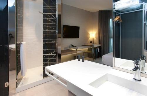 AC Hotel Colon Valencia, a Marriott Lifestyle Hotel - фото 2