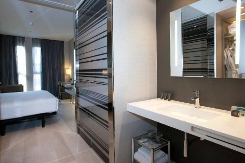 AC Hotel Colon Valencia, a Marriott Lifestyle Hotel - фото 3