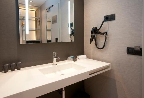 AC Hotel Colon Valencia, a Marriott Lifestyle Hotel - фото 7